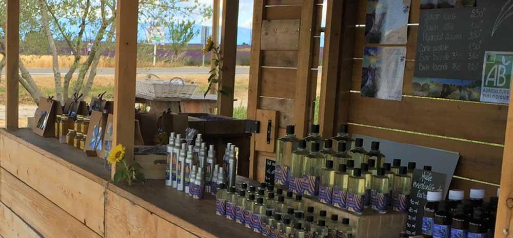Vente directe à  Valensole, route de Manosque (D6) et dans notre boutique